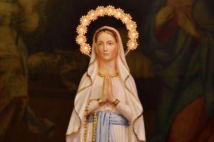 Молитва «Богородица Дева, радуйся, Благодатная Мария, Господь с тобой»: текст, описание