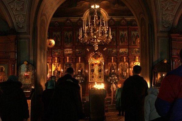 Вечерняя служба в церкви: время