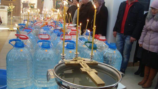 Когда и как набирать крещенскую воду