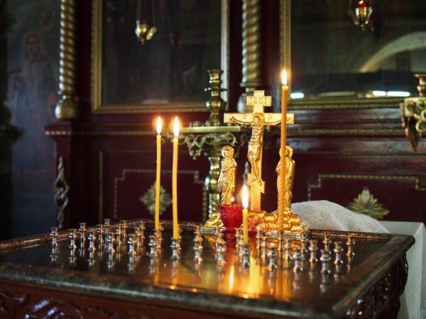 Как правильно в церкви ставить свечи