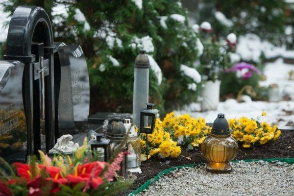 Можно ли посещать кладбище на Пасху: мнение церкви