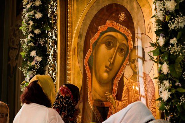 Мощная молитва Пресвятой Богородице о помощи в делах и везении