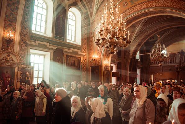 Как правильно вести себя в церкви женщинам и мужчинам