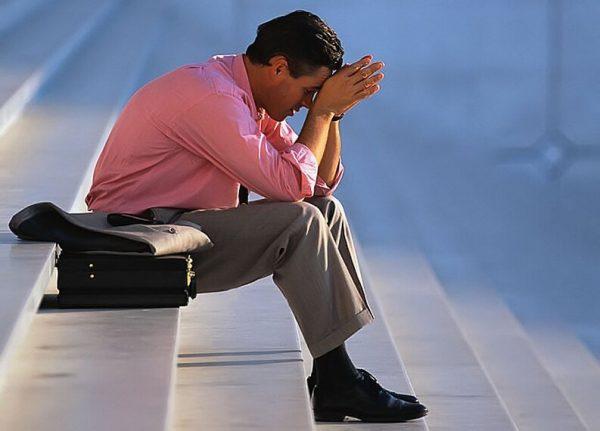 Как звучит сильная молитва от неприятностей на работе: кому молиться